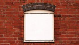 Backsteinmauer mit Feld Lizenzfreie Stockfotos