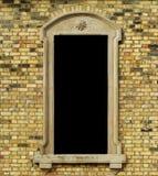 Backsteinmauer mit Feld Stockbild