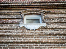 Backsteinmauer mit Fenster in New- Orleansla Stockbild