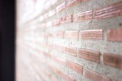 Backsteinmauer mit hellem Sun-Hintergrund und schiefer Ansicht Lizenzfreies Stockfoto