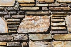 Backsteinmauer mit Kopien-Raum auf einem großen Ziegelstein Stockbild