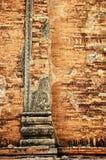 Backsteinmauer mit Laubsägearbeit lizenzfreie stockfotografie
