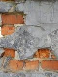 Backsteinmauer mit Sprüngen lizenzfreie stockfotos