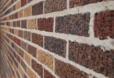 Backsteinmauer mit verschiedenen Farben lizenzfreies stockfoto