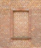 Backsteinmauer mit Ziegelsteinfenster Lizenzfreie Stockfotos