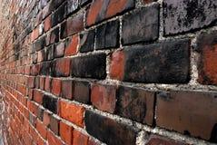 Backsteinmauer und Aussicht Stockbild