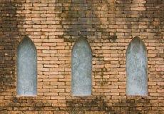 Backsteinmauer und Fenster Stockfoto