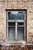 Backsteinmauer und Fenster Stockfotos