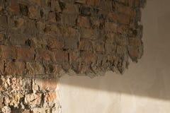 Backsteinmauer und vergipst stockbild