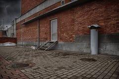 Backsteinmauer- und Ziegelsteinbodenhintergrund Lizenzfreie Stockbilder