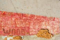 Backsteinmauer verblaßte HÖLZERNES Zeichen Lizenzfreie Stockbilder