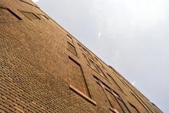 Backsteinmauer, Ziegelsteinfenster Stockfotos
