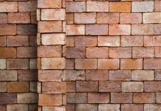 Backsteinmauerhintergrund und -beschaffenheit Stockbilder