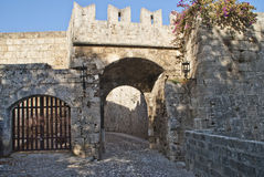 Backsteinmauern in der alten Stadt von Rhodos, Kommunikationsrechner. Stockbilder