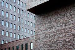 Backsteinmauern des Bürohauses Stockfotografie