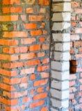 Backsteinmauern in einem Haus im Bau Lizenzfreie Stockbilder