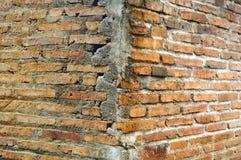 Backsteinmauerschmutzbeschaffenheitszement u. -hintergründe stockfoto