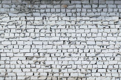 Backsteinmauerweißziegelstein Legen nachlässig Ziegelsteine von verschiedenen Größen abgebrochen Lizenzfreies Stockfoto