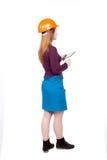 Backview бизнес-леди в шлеме конструкции стоит и enj Стоковые Изображения