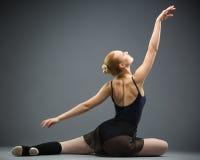 Backview del dancing sulla ballerina del pavimento Immagine Stock Libera da Diritti