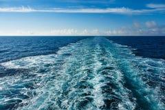 Backwash na Atlantyckim niebieskim niebie i oceanie obrazy stock