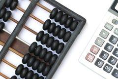 Ábaco chino y calculadora antiguos Imagen de archivo