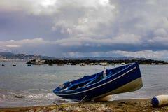 Bacoli, strand van het heuveltje stock afbeeldingen