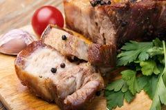 Bacon al forno nel forno fotografie stock