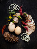 Bacon, alho, ovos, cebola, cone e pimenta Imagem de Stock Royalty Free