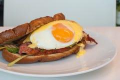 Bacon & Bap ou rolo do ovo imagens de stock royalty free