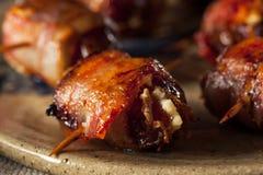 Bacon casalingo avvolto date fotografia stock libera da diritti