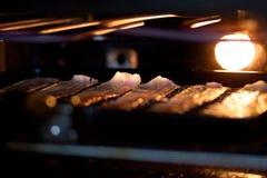 Bacon che griglia in forno fotografie stock
