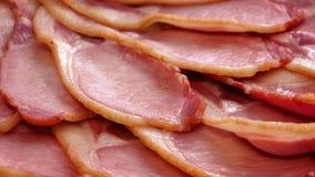 Bacon cozinhado que gira lentamente vídeos de arquivo