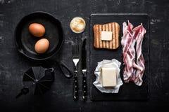 Bacon e ovos do café da manhã imagem de stock
