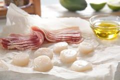 Bacon e pettini crudi immagine stock