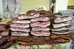 Bacon e prosciutto sulla vendita Fotografia Stock