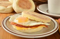 Bacon and egg muffin sandwich Royalty Free Stock Images