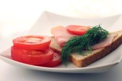 Bacon på en skiva av bröd Arkivbild