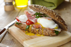 Bacon and poached eggs sandwich Stock Photography
