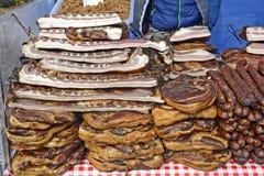 Bacon, prosciutto e salsiccie sulla vendita Immagine Stock Libera da Diritti