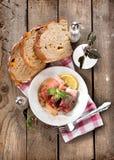 Bacon rullar med bröd Arkivbilder