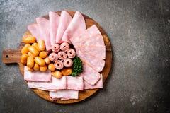 bacon, salsiccia, prosciutto affumicato e bacon del barbecue fotografia stock libera da diritti