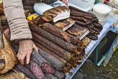 Bacon, salsiccie e grasso della carne di maiale sulla vendita Fotografia Stock Libera da Diritti