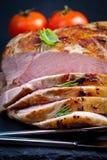 Baconblok in lage die temperaturee wordt, door te roosteren wordt gevolgd gekookt die (zo royalty-vrije stock afbeeldingen