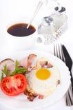 baconcoffeägg stekte tomater Fotografering för Bildbyråer