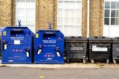 Bacs de recyclage dans l'extrémité argentée Essex Angleterre Photographie stock libre de droits