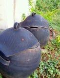 Bacs de recyclage faits à partir de vieux pneus Photo libre de droits