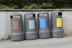 Bacs de recyclage tous les types de déchets Photos stock