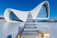 BACU 27 DICEMBRE: Heydar Aliyev Center sopra Immagini Stock