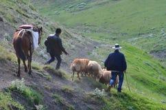 Bacy blisko Xinaliq, Azerbejdżan, daleka górska wioska w Wielkim Kaukaz pasmie Obraz Stock
